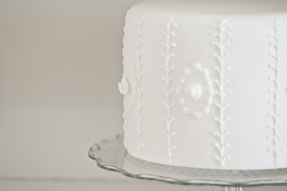 Tempting Cake single tier bright white cake