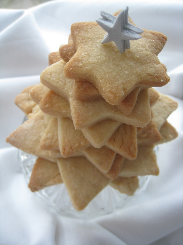 Cookie Christmas tree with star decoration