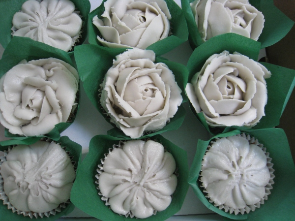 Tempting Cake buttercream flower cupcakes