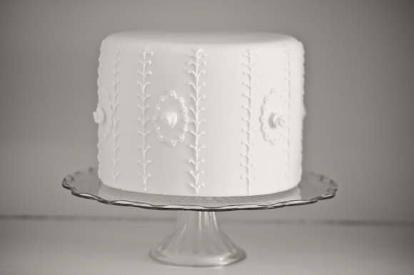 Climbing Rose Wedding Cake by Tempting Cake. Image by Liesl Cheney
