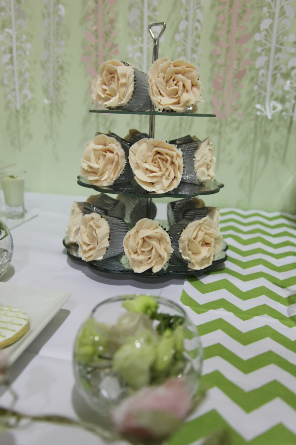 Buttercream piped rose cupcakes by Tempting Cake. Image by Charlotte Fielding